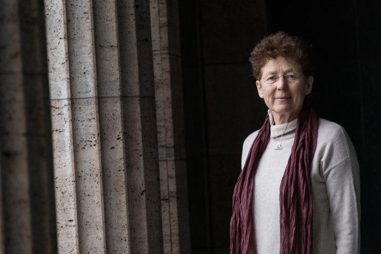 Portrait Fachärztin Kristina Hänel, die über Schwangerschaftsabbruch informieren wollte und dewegen geklagt wird, 2019, in Berlin © Amélie Losier